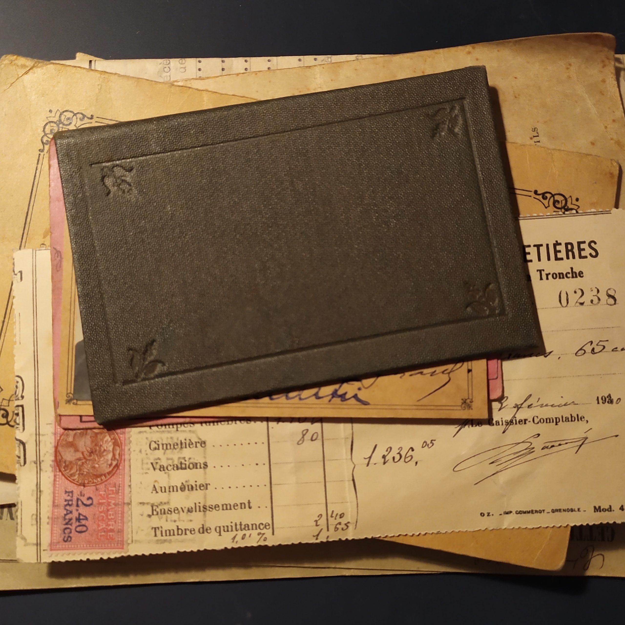Les supports de jeu sont pour la plupart des documents authentiques de la seconde guerre mondiale