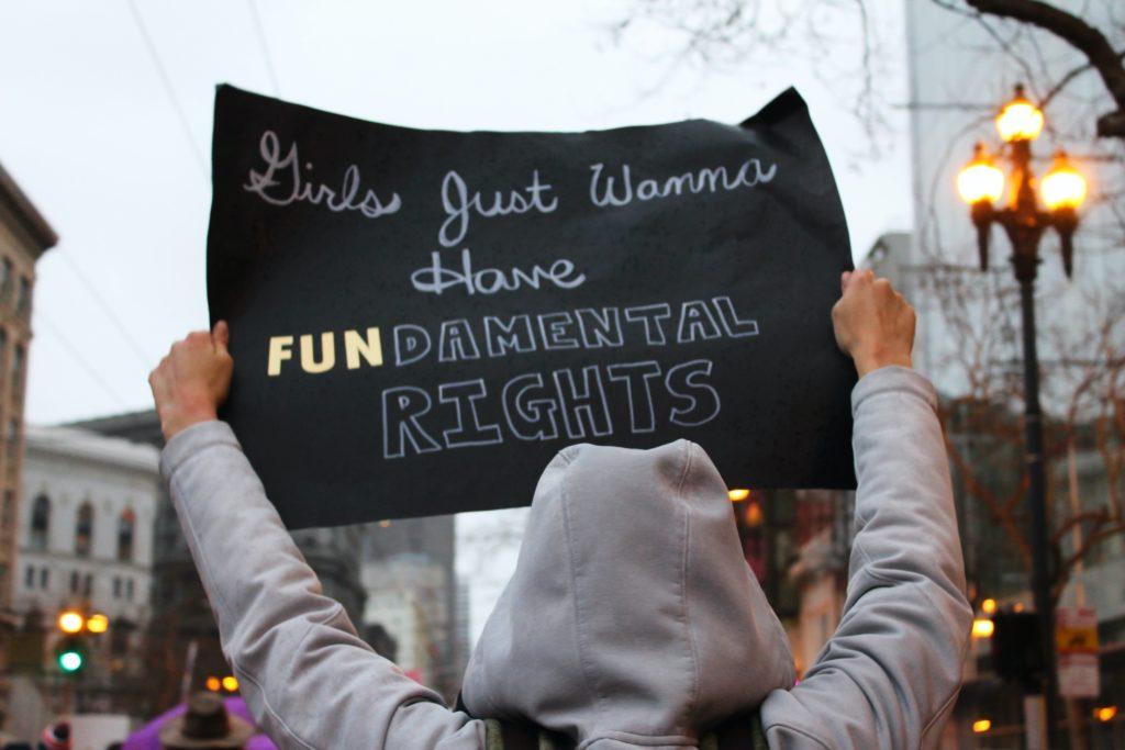 Girls just wanna have FUNdamental rights © Lucia - Unsplash